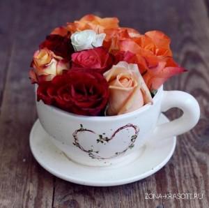 чашка с розовым чаем - завтрак красавицы